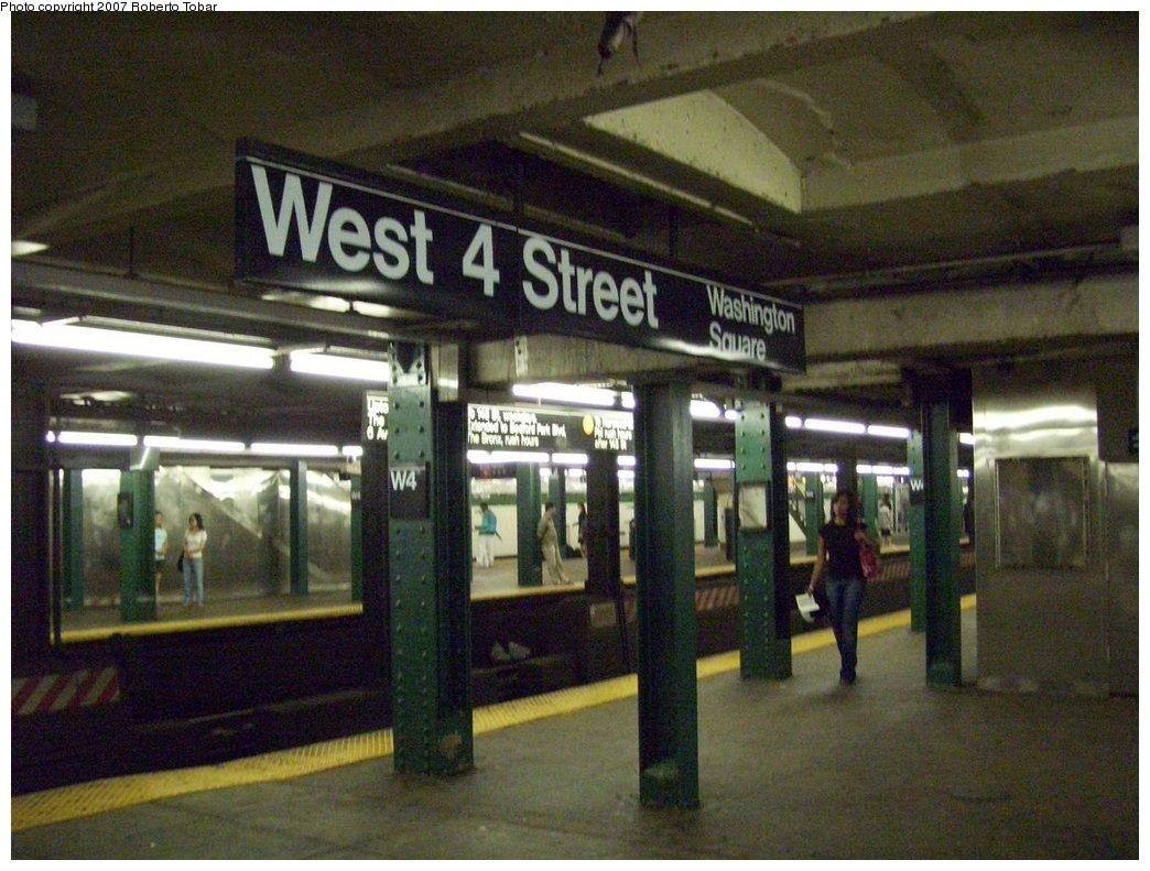 (185k, 1044x791)<br><b>Country:</b> United States<br><b>City:</b> New York<br><b>System:</b> New York City Transit<br><b>Line:</b> IND 6th Avenue Line<br><b>Location:</b> West 4th Street/Washington Square <br><b>Photo by:</b> Roberto C. Tobar<br><b>Date:</b> 9/22/2007<br><b>Notes:</b> Lower level.<br><b>Viewed (this week/total):</b> 0 / 1560
