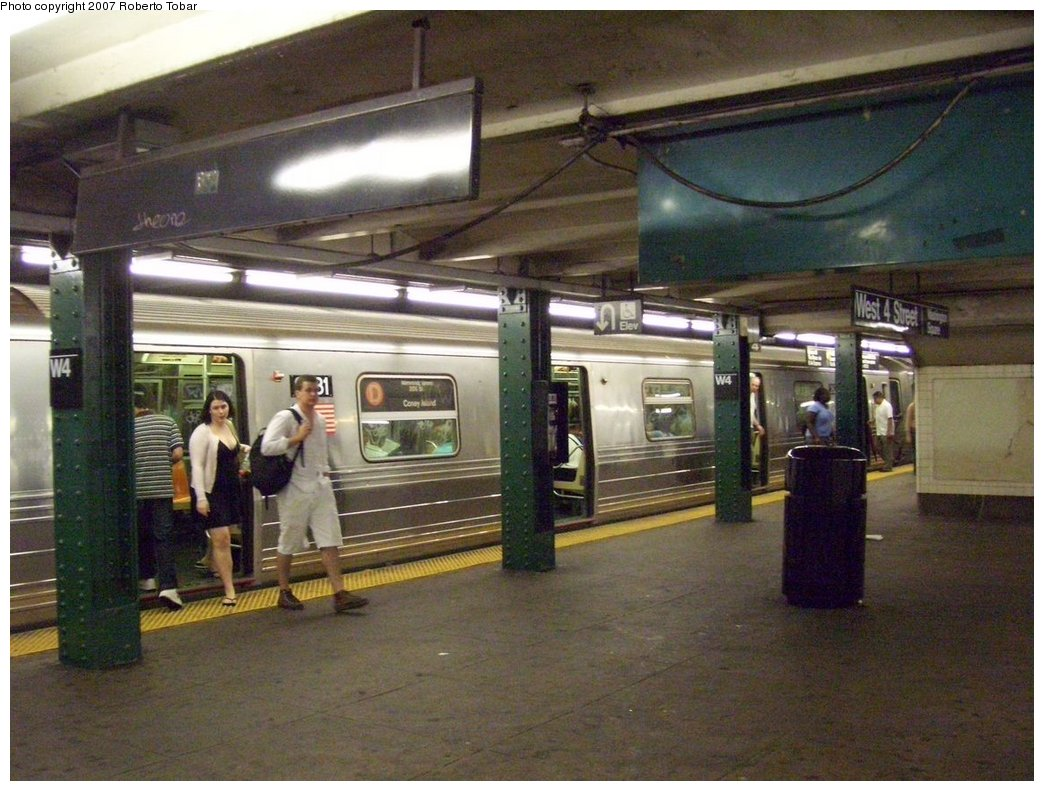 (186k, 1044x791)<br><b>Country:</b> United States<br><b>City:</b> New York<br><b>System:</b> New York City Transit<br><b>Line:</b> IND 6th Avenue Line<br><b>Location:</b> West 4th Street/Washington Square <br><b>Route:</b> D<br><b>Car:</b> R-68 (Westinghouse-Amrail, 1986-1988)  2631 <br><b>Photo by:</b> Roberto C. Tobar<br><b>Date:</b> 9/22/2007<br><b>Notes:</b> Lower level.<br><b>Viewed (this week/total):</b> 5 / 2885