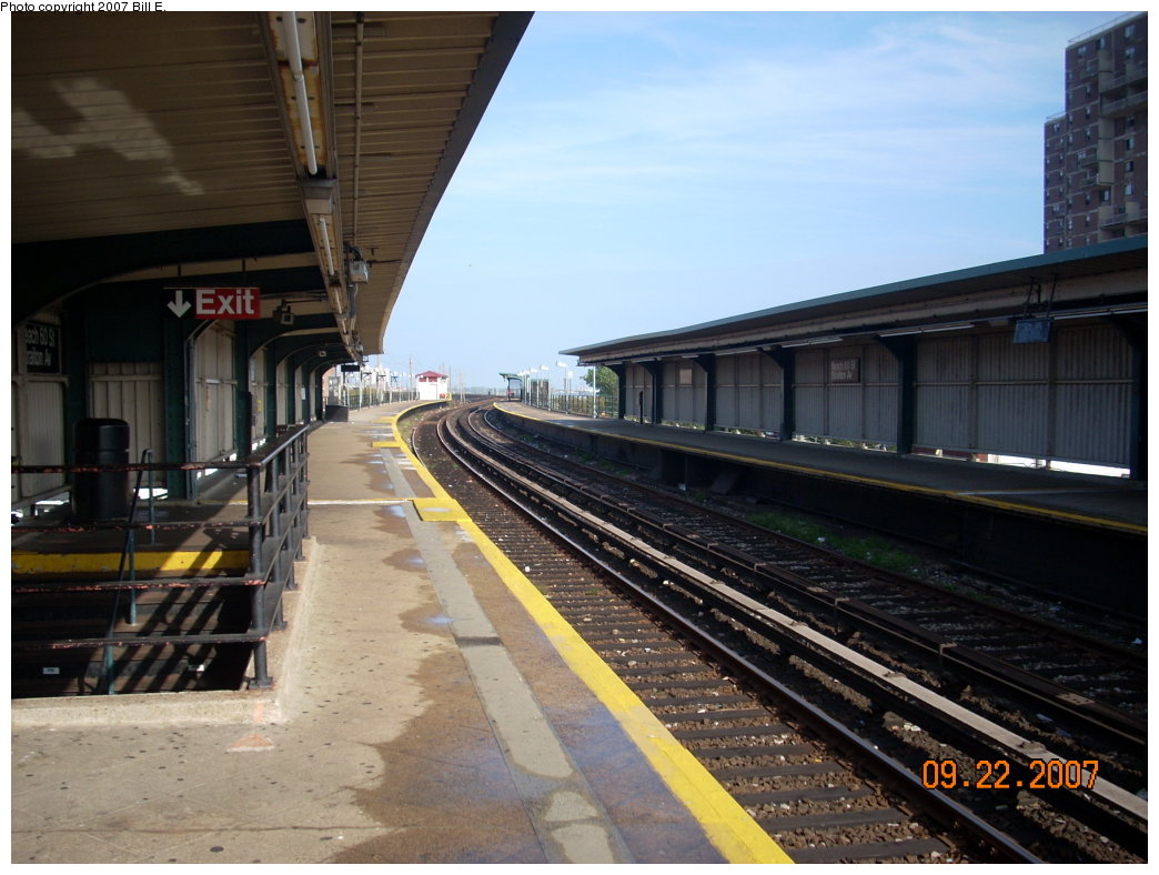 (191k, 1044x788)<br><b>Country:</b> United States<br><b>City:</b> New York<br><b>System:</b> New York City Transit<br><b>Line:</b> IND Rockaway<br><b>Location:</b> Beach 60th Street/Straiton <br><b>Photo by:</b> Bill E.<br><b>Date:</b> 9/22/2007<br><b>Viewed (this week/total):</b> 4 / 1159