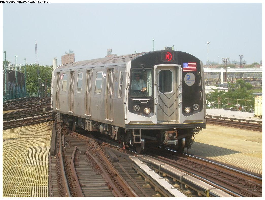 (215k, 1044x788)<br><b>Country:</b> United States<br><b>City:</b> New York<br><b>System:</b> New York City Transit<br><b>Location:</b> Coney Island/Stillwell Avenue<br><b>Route:</b> N<br><b>Car:</b> R-160B (Kawasaki, 2005-2008)  8752 <br><b>Photo by:</b> Zach Summer<br><b>Date:</b> 9/8/2007<br><b>Viewed (this week/total):</b> 0 / 1942