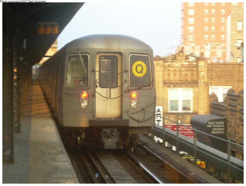 (160k, 1044x788)<br><b>Country:</b> United States<br><b>City:</b> New York<br><b>System:</b> New York City Transit<br><b>Line:</b> BMT Brighton Line<br><b>Location:</b> Brighton Beach <br><b>Route:</b> Q<br><b>Car:</b> R-68A (Kawasaki, 1988-1989)   <br><b>Photo by:</b> Zach Summer<br><b>Date:</b> 9/8/2007<br><b>Viewed (this week/total):</b> 0 / 1435