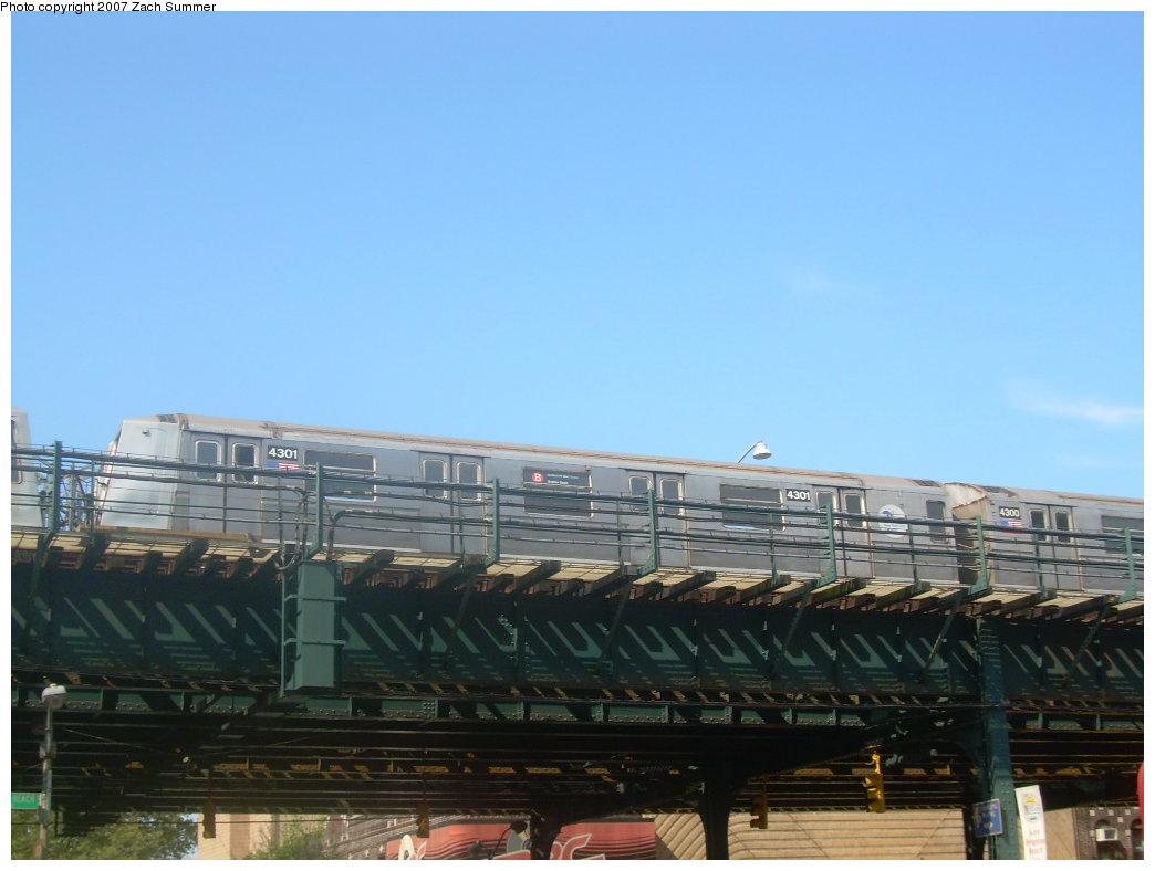 (158k, 1044x788)<br><b>Country:</b> United States<br><b>City:</b> New York<br><b>System:</b> New York City Transit<br><b>Line:</b> BMT Brighton Line<br><b>Location:</b> Brighton Beach <br><b>Route:</b> B<br><b>Car:</b> R-40 (St. Louis, 1968)  4301 <br><b>Photo by:</b> Zach Summer<br><b>Date:</b> 9/9/2007<br><b>Viewed (this week/total):</b> 0 / 1990