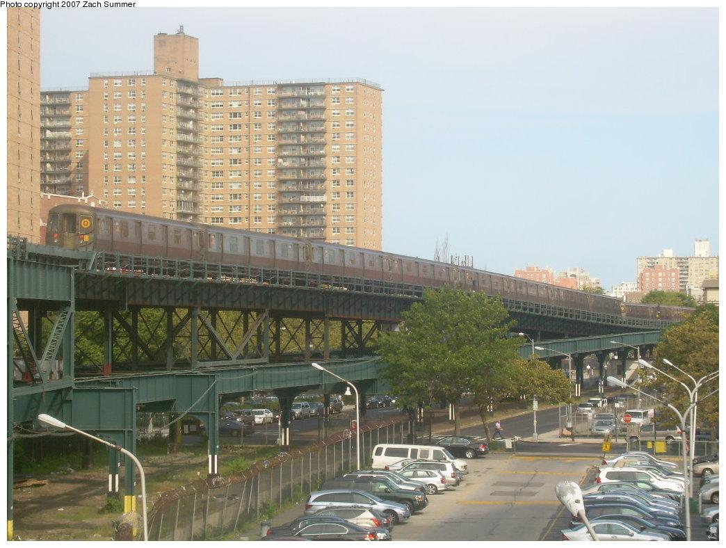 (211k, 1044x788)<br><b>Country:</b> United States<br><b>City:</b> New York<br><b>System:</b> New York City Transit<br><b>Line:</b> BMT Brighton Line<br><b>Location:</b> West 8th Street <br><b>Route:</b> Q<br><b>Car:</b> R-68A (Kawasaki, 1988-1989)   <br><b>Photo by:</b> Zach Summer<br><b>Date:</b> 9/9/2007<br><b>Viewed (this week/total):</b> 3 / 2495