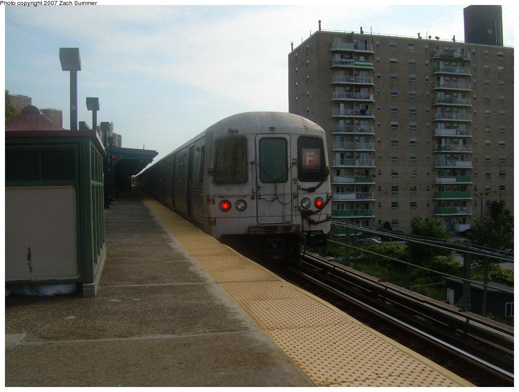 (191k, 1044x788)<br><b>Country:</b> United States<br><b>City:</b> New York<br><b>System:</b> New York City Transit<br><b>Line:</b> BMT Culver Line<br><b>Location:</b> Neptune Avenue <br><b>Route:</b> F<br><b>Car:</b> R-46 (Pullman-Standard, 1974-75) 5956 <br><b>Photo by:</b> Zach Summer<br><b>Date:</b> 9/9/2007<br><b>Viewed (this week/total):</b> 0 / 1641