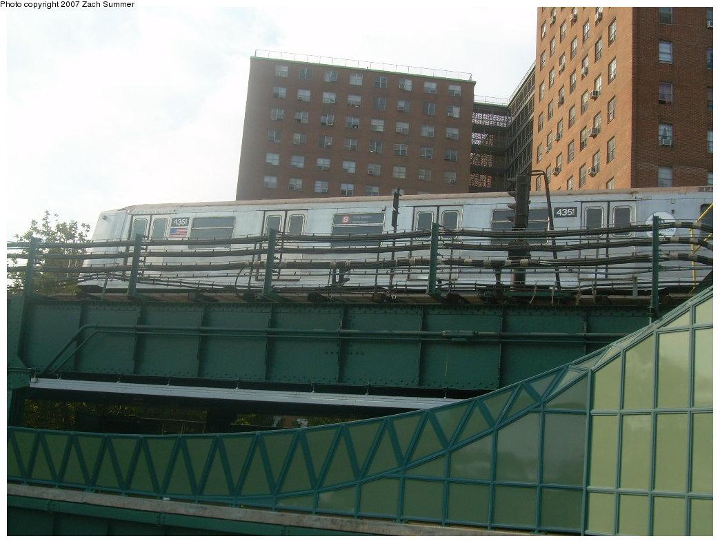 (188k, 1044x788)<br><b>Country:</b> United States<br><b>City:</b> New York<br><b>System:</b> New York City Transit<br><b>Line:</b> BMT Brighton Line<br><b>Location:</b> West 8th Street <br><b>Car:</b> R-40 (St. Louis, 1968)  4351 <br><b>Photo by:</b> Zach Summer<br><b>Date:</b> 9/9/2007<br><b>Notes:</b> Yard move.<br><b>Viewed (this week/total):</b> 0 / 1917