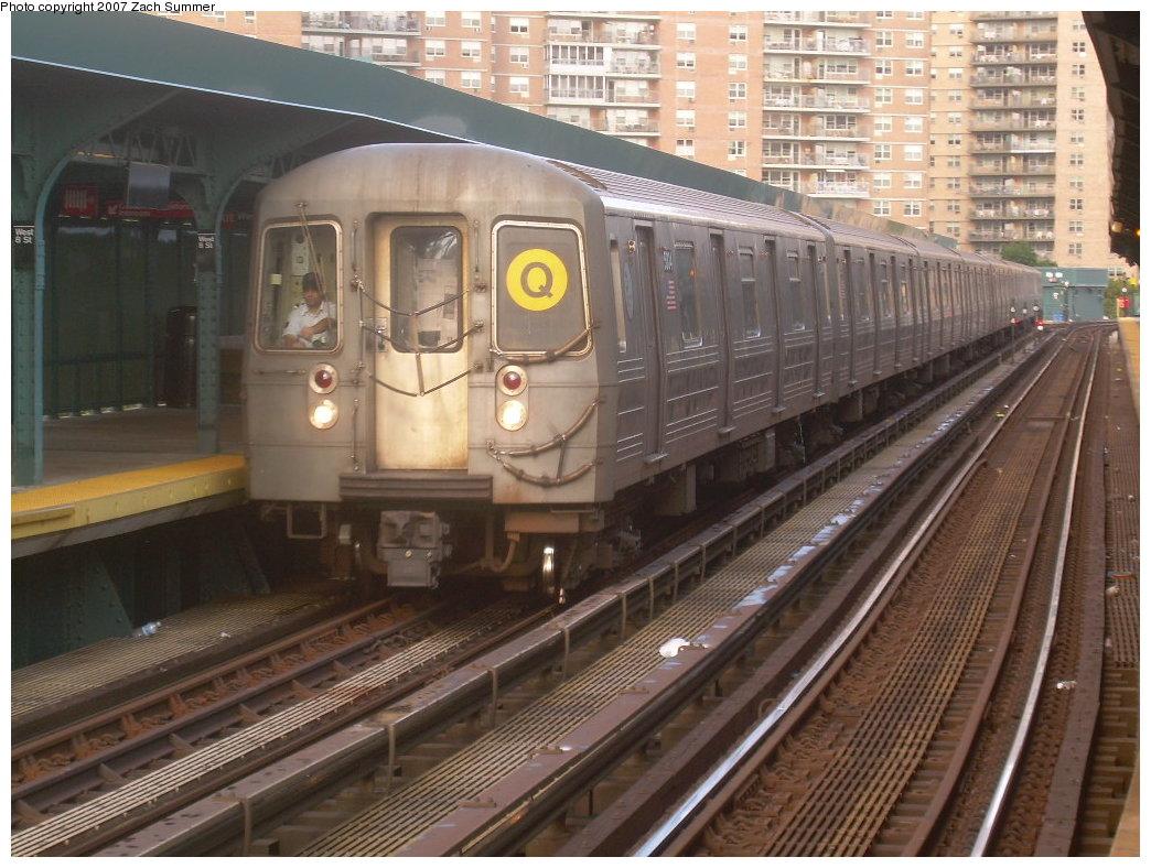 (223k, 1044x788)<br><b>Country:</b> United States<br><b>City:</b> New York<br><b>System:</b> New York City Transit<br><b>Line:</b> BMT Brighton Line<br><b>Location:</b> West 8th Street <br><b>Route:</b> Q<br><b>Car:</b> R-68A (Kawasaki, 1988-1989)  5004 <br><b>Photo by:</b> Zach Summer<br><b>Date:</b> 9/9/2007<br><b>Viewed (this week/total):</b> 0 / 1619