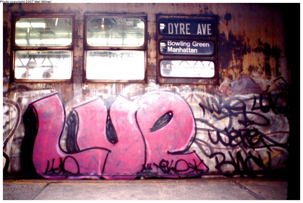 (149k, 1044x701)<br><b>Country:</b> United States<br><b>City:</b> New York<br><b>System:</b> New York City Transit<br><b>Line:</b> IRT White Plains Road Line<br><b>Location:</b> West Farms Sq./East Tremont Ave./177th St. <br><b>Car:</b> R-33 Main Line (St. Louis, 1962-63)  <br><b>Photo by:</b> Mel Wilner<br><b>Notes:</b> Circa 1979.<br><b>Viewed (this week/total):</b> 0 / 3370