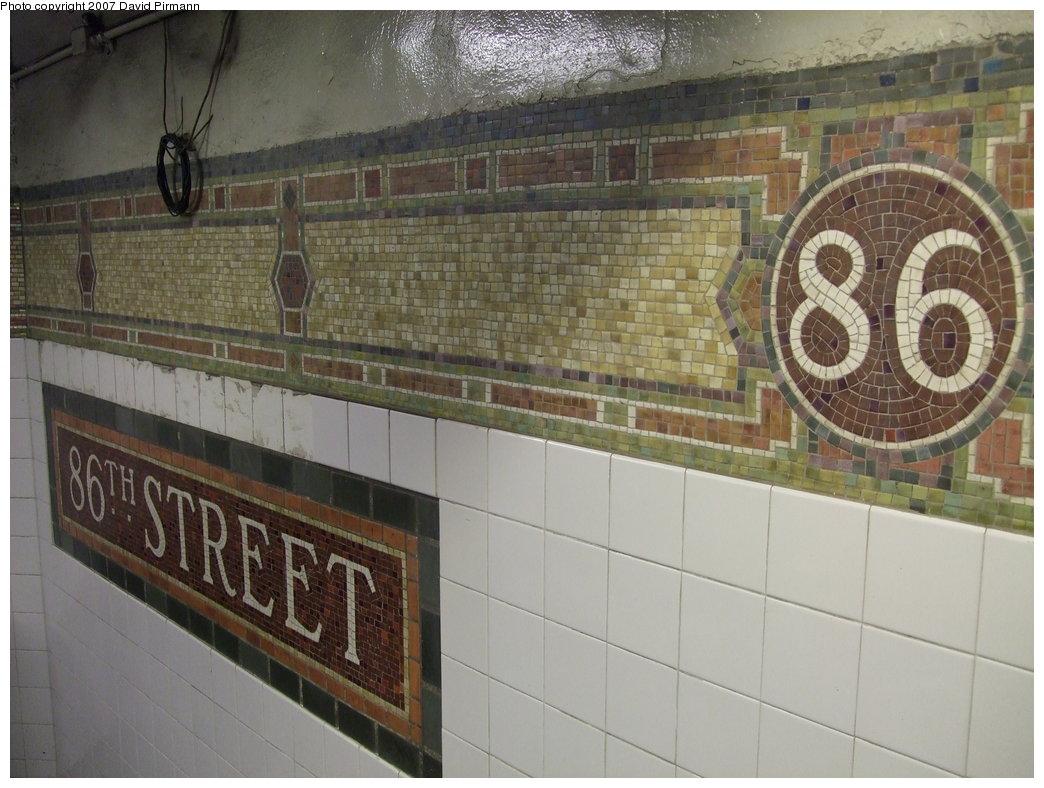 (178k, 1044x788)<br><b>Country:</b> United States<br><b>City:</b> New York<br><b>System:</b> New York City Transit<br><b>Line:</b> IRT East Side Line<br><b>Location:</b> 86th Street <br><b>Photo by:</b> David Pirmann<br><b>Date:</b> 9/21/2007<br><b>Viewed (this week/total):</b> 5 / 1624