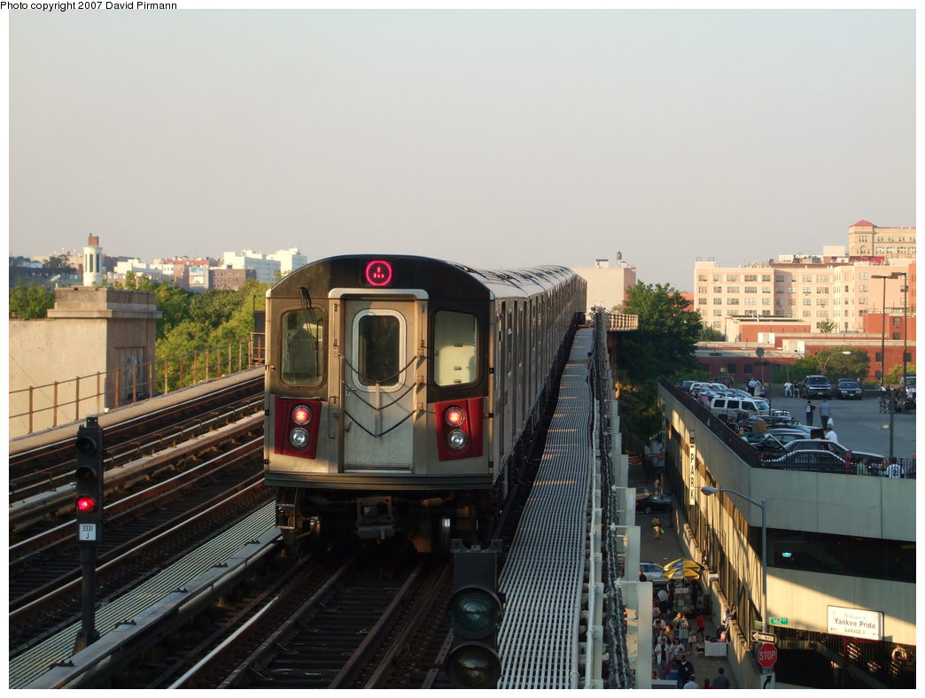 (166k, 1044x788)<br><b>Country:</b> United States<br><b>City:</b> New York<br><b>System:</b> New York City Transit<br><b>Line:</b> IRT Woodlawn Line<br><b>Location:</b> 161st Street/River Avenue (Yankee Stadium) <br><b>Route:</b> 4<br><b>Car:</b> R-142 or R-142A (Number Unknown)  <br><b>Photo by:</b> David Pirmann<br><b>Date:</b> 9/21/2007<br><b>Viewed (this week/total):</b> 0 / 1989