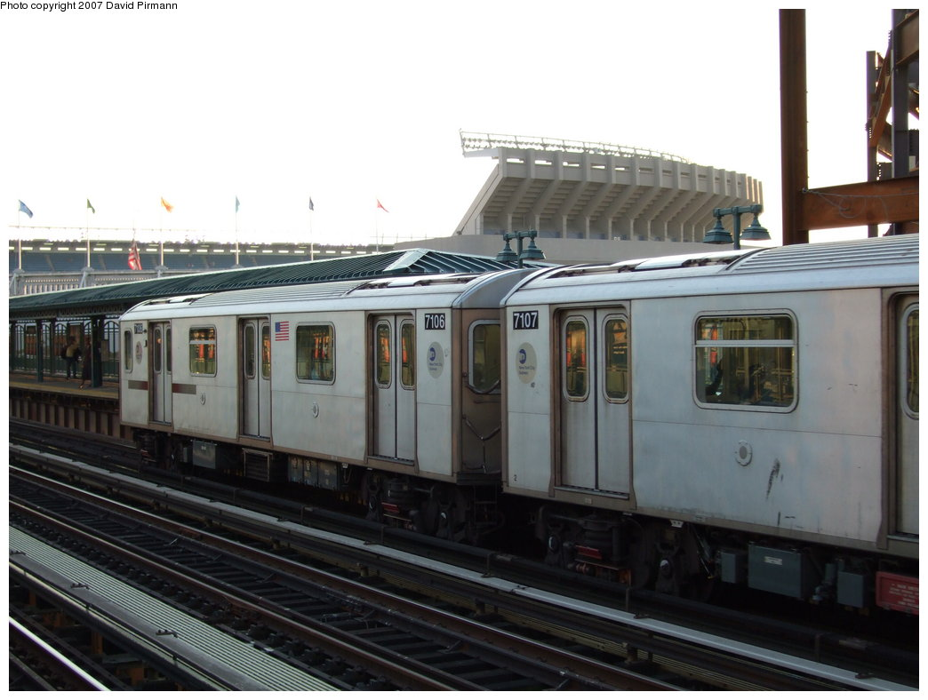 (147k, 1044x788)<br><b>Country:</b> United States<br><b>City:</b> New York<br><b>System:</b> New York City Transit<br><b>Line:</b> IRT Woodlawn Line<br><b>Location:</b> 161st Street/River Avenue (Yankee Stadium) <br><b>Route:</b> 4<br><b>Car:</b> R-142 (Option Order, Bombardier, 2002-2003)  7106 <br><b>Photo by:</b> David Pirmann<br><b>Date:</b> 9/21/2007<br><b>Viewed (this week/total):</b> 2 / 2053