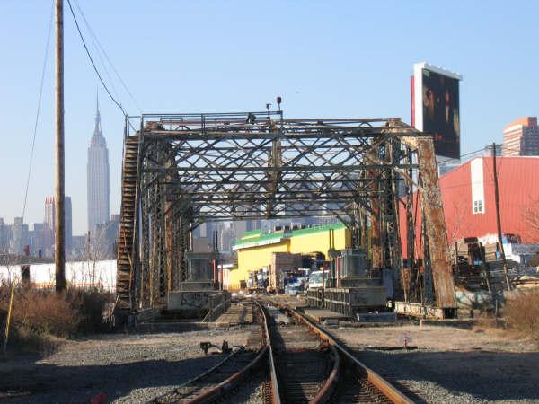 (48k, 600x450)<br><b>Country:</b> United States<br><b>City:</b> New York<br><b>System:</b> Long Island Rail Road<br><b>Line:</b> LIRR Long Island City<br><b>Location:</b> Dutch Kills Draw/nr. Borden Ave & 27th St. <br><b>Photo by:</b> Professor J<br><b>Date:</b> 10/2006<br><b>Viewed (this week/total):</b> 0 / 1664
