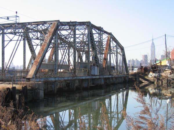 (53k, 600x450)<br><b>Country:</b> United States<br><b>City:</b> New York<br><b>System:</b> Long Island Rail Road<br><b>Line:</b> LIRR Long Island City<br><b>Location:</b> Dutch Kills Draw/nr. Borden Ave & 27th St. <br><b>Photo by:</b> Professor J<br><b>Date:</b> 10/2006<br><b>Viewed (this week/total):</b> 0 / 1479
