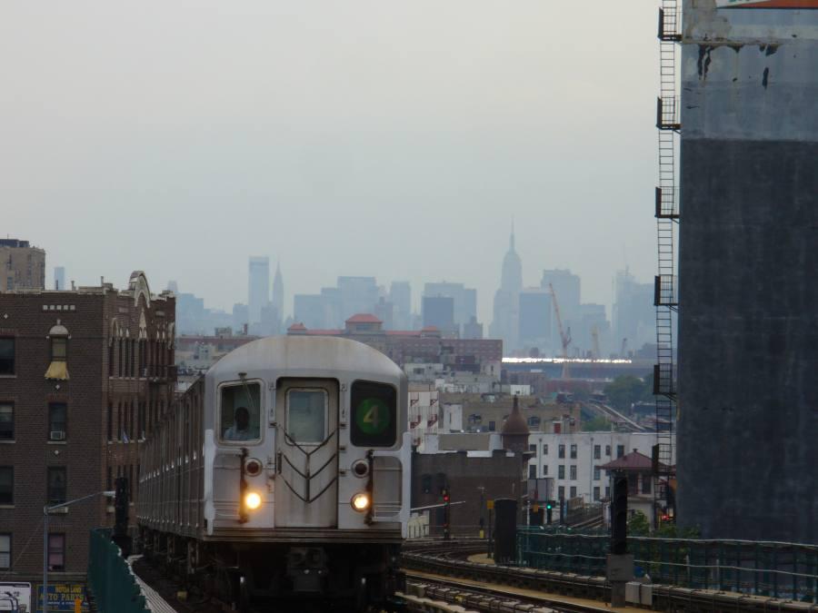 (75k, 900x675)<br><b>Country:</b> United States<br><b>City:</b> New York<br><b>System:</b> New York City Transit<br><b>Line:</b> IRT Woodlawn Line<br><b>Location:</b> 183rd Street <br><b>Route:</b> 4<br><b>Car:</b> R-62 (Kawasaki, 1983-1985)   <br><b>Photo by:</b> Robbie Rosenfeld<br><b>Date:</b> 8/31/2007<br><b>Viewed (this week/total):</b> 0 / 3179