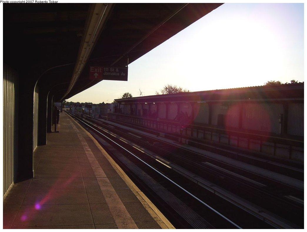 (117k, 1044x790)<br><b>Country:</b> United States<br><b>City:</b> New York<br><b>System:</b> New York City Transit<br><b>Line:</b> BMT Nassau Street/Jamaica Line<br><b>Location:</b> 111th Street <br><b>Photo by:</b> Roberto C. Tobar<br><b>Date:</b> 9/29/2007<br><b>Notes:</b> Station view.<br><b>Viewed (this week/total):</b> 0 / 1219