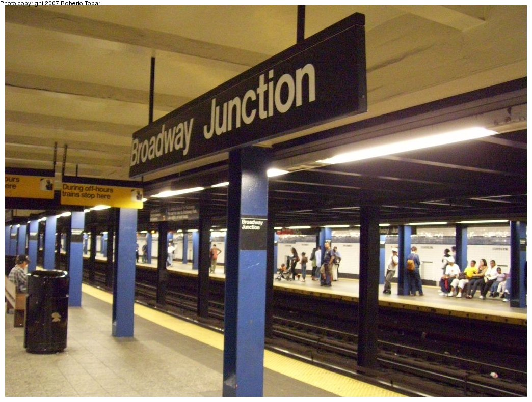 (184k, 1044x790)<br><b>Country:</b> United States<br><b>City:</b> New York<br><b>System:</b> New York City Transit<br><b>Line:</b> IND Fulton Street Line<br><b>Location:</b> Broadway/East New York (Broadway Junction) <br><b>Photo by:</b> Roberto C. Tobar<br><b>Date:</b> 9/29/2007<br><b>Notes:</b> Station view.<br><b>Viewed (this week/total):</b> 0 / 2302