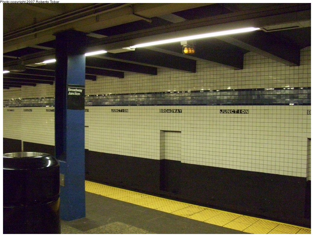 (184k, 1044x790)<br><b>Country:</b> United States<br><b>City:</b> New York<br><b>System:</b> New York City Transit<br><b>Line:</b> IND Fulton Street Line<br><b>Location:</b> Broadway/East New York (Broadway Junction) <br><b>Photo by:</b> Roberto C. Tobar<br><b>Date:</b> 9/29/2007<br><b>Notes:</b> Station view.<br><b>Viewed (this week/total):</b> 0 / 1430