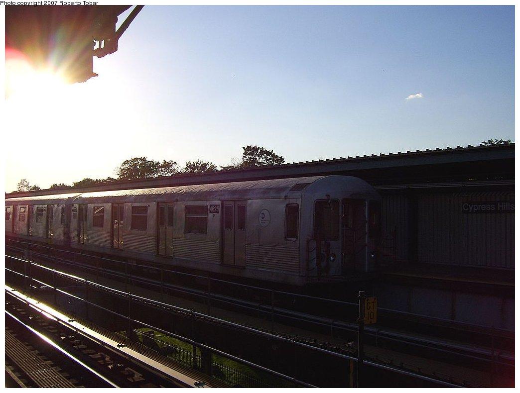 (132k, 1044x790)<br><b>Country:</b> United States<br><b>City:</b> New York<br><b>System:</b> New York City Transit<br><b>Line:</b> BMT Nassau Street/Jamaica Line<br><b>Location:</b> Cypress Hills <br><b>Route:</b> J<br><b>Car:</b> R-42 (St. Louis, 1969-1970)  4625 <br><b>Photo by:</b> Roberto C. Tobar<br><b>Date:</b> 9/29/2007<br><b>Viewed (this week/total):</b> 0 / 1345