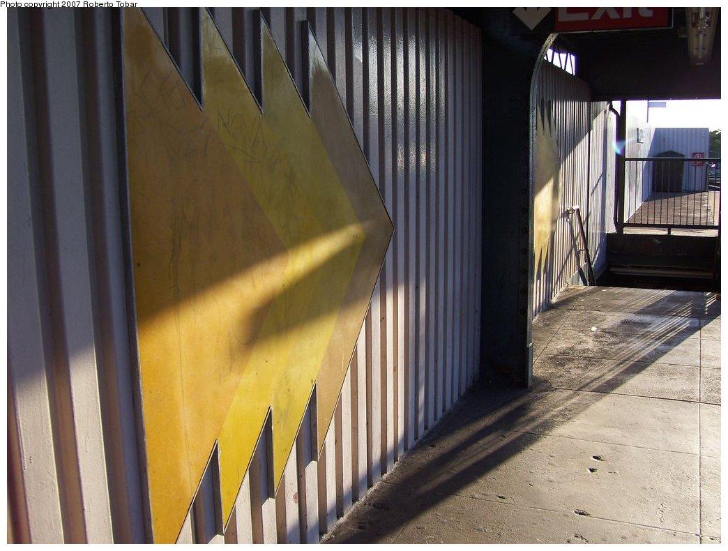 (168k, 1044x790)<br><b>Country:</b> United States<br><b>City:</b> New York<br><b>System:</b> New York City Transit<br><b>Line:</b> BMT Nassau Street/Jamaica Line<br><b>Location:</b> Cypress Hills <br><b>Photo by:</b> Roberto C. Tobar<br><b>Date:</b> 9/29/2007<br><b>Notes:</b> Station view.<br><b>Viewed (this week/total):</b> 0 / 1149