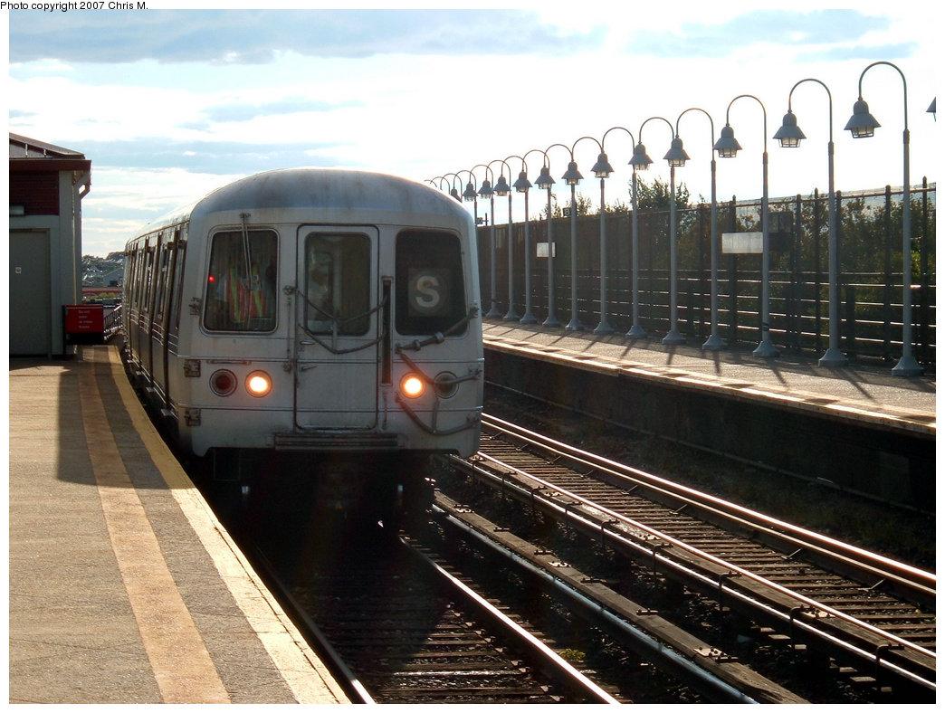 (225k, 1044x788)<br><b>Country:</b> United States<br><b>City:</b> New York<br><b>System:</b> New York City Transit<br><b>Line:</b> IND Rockaway<br><b>Location:</b> Beach 98th Street/Playland <br><b>Route:</b> S<br><b>Car:</b> R-44 (St. Louis, 1971-73)  <br><b>Photo by:</b> Chris M.<br><b>Date:</b> 9/15/2007<br><b>Viewed (this week/total):</b> 1 / 1761