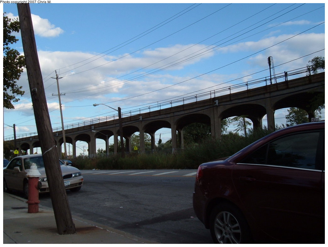 (150k, 1044x788)<br><b>Country:</b> United States<br><b>City:</b> New York<br><b>System:</b> New York City Transit<br><b>Line:</b> IND Rockaway<br><b>Location:</b> Beach 60th Street/Straiton <br><b>Photo by:</b> Chris M.<br><b>Date:</b> 9/15/2007<br><b>Notes:</b> View of el at Beach 55th (nr. Beach 60th St.)<br><b>Viewed (this week/total):</b> 1 / 1225