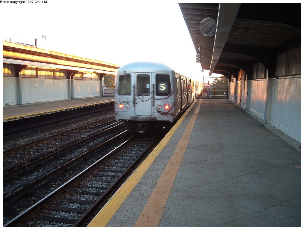 (175k, 1044x788)<br><b>Country:</b> United States<br><b>City:</b> New York<br><b>System:</b> New York City Transit<br><b>Line:</b> IND Rockaway<br><b>Location:</b> Beach 90th Street/Holland <br><b>Route:</b> S<br><b>Car:</b> R-44 (St. Louis, 1971-73)  <br><b>Photo by:</b> Chris M.<br><b>Date:</b> 9/15/2007<br><b>Viewed (this week/total):</b> 2 / 1825