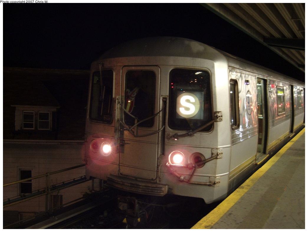 (118k, 1044x788)<br><b>Country:</b> United States<br><b>City:</b> New York<br><b>System:</b> New York City Transit<br><b>Line:</b> IND Rockaway<br><b>Location:</b> Mott Avenue/Far Rockaway <br><b>Route:</b> S<br><b>Car:</b> R-44 (St. Louis, 1971-73) 5322 <br><b>Photo by:</b> Chris M.<br><b>Date:</b> 9/15/2007<br><b>Viewed (this week/total):</b> 0 / 1533