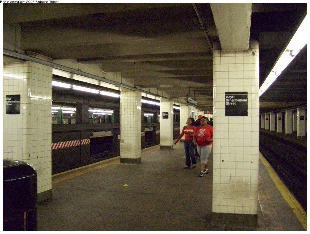 (166k, 1044x790)<br><b>Country:</b> United States<br><b>City:</b> New York<br><b>System:</b> New York City Transit<br><b>Line:</b> IND Fulton Street Line<br><b>Location:</b> Hoyt-Schermerhorn Street <br><b>Photo by:</b> Roberto C. Tobar<br><b>Date:</b> 9/29/2007<br><b>Notes:</b> Station view.<br><b>Viewed (this week/total):</b> 1 / 2324