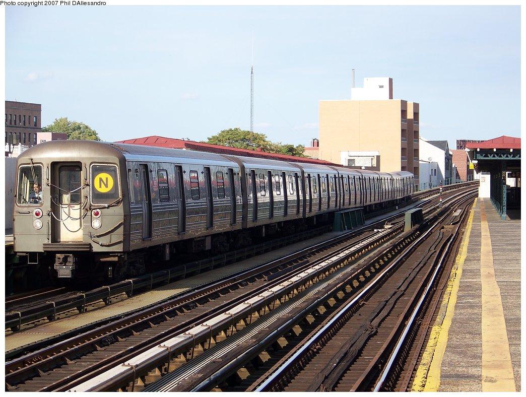 (224k, 1044x788)<br><b>Country:</b> United States<br><b>City:</b> New York<br><b>System:</b> New York City Transit<br><b>Line:</b> BMT Astoria Line<br><b>Location:</b> 30th/Grand Aves. <br><b>Route:</b> N<br><b>Car:</b> R-68 (Westinghouse-Amrail, 1986-1988)  2808 <br><b>Photo by:</b> Philip D'Allesandro<br><b>Date:</b> 9/30/2007<br><b>Viewed (this week/total):</b> 1 / 1921