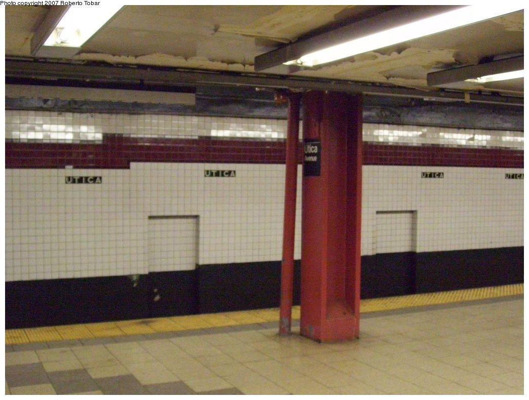 (156k, 1044x790)<br><b>Country:</b> United States<br><b>City:</b> New York<br><b>System:</b> New York City Transit<br><b>Line:</b> IND Fulton Street Line<br><b>Location:</b> Utica Avenue <br><b>Photo by:</b> Roberto C. Tobar<br><b>Date:</b> 9/29/2007<br><b>Notes:</b> Station view.<br><b>Viewed (this week/total):</b> 0 / 1311