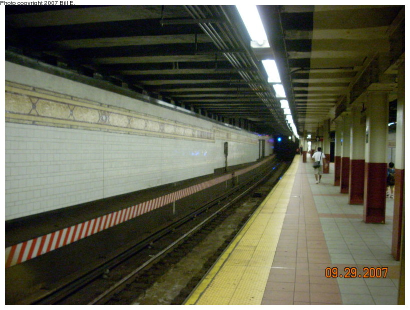 (141k, 819x619)<br><b>Country:</b> United States<br><b>City:</b> New York<br><b>System:</b> New York City Transit<br><b>Location:</b> DeKalb Avenue<br><b>Photo by:</b> Bill E.<br><b>Date:</b> 9/29/2007<br><b>Notes:</b> Platform view.<br><b>Viewed (this week/total):</b> 0 / 2710