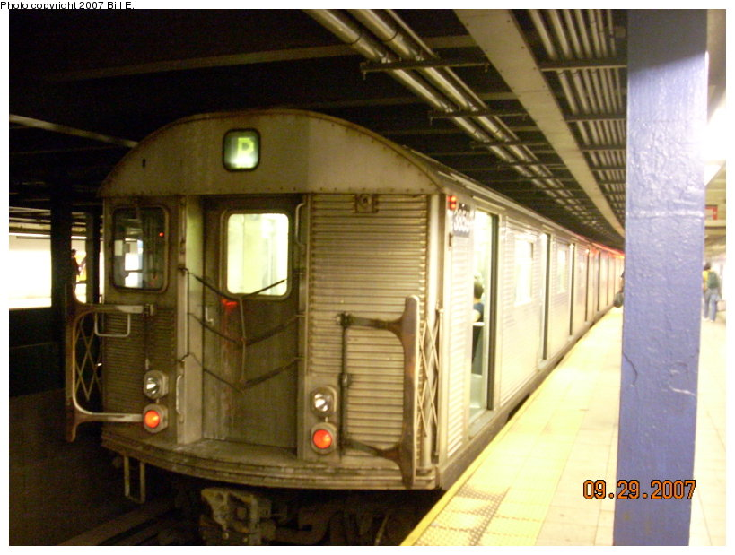(140k, 819x619)<br><b>Country:</b> United States<br><b>City:</b> New York<br><b>System:</b> New York City Transit<br><b>Line:</b> IND Queens Boulevard Line<br><b>Location:</b> Woodhaven Boulevard/Queens Mall <br><b>Route:</b> R<br><b>Car:</b> R-32 (Budd, 1964)  3859 <br><b>Photo by:</b> Bill E.<br><b>Date:</b> 9/29/2007<br><b>Viewed (this week/total):</b> 2 / 2636