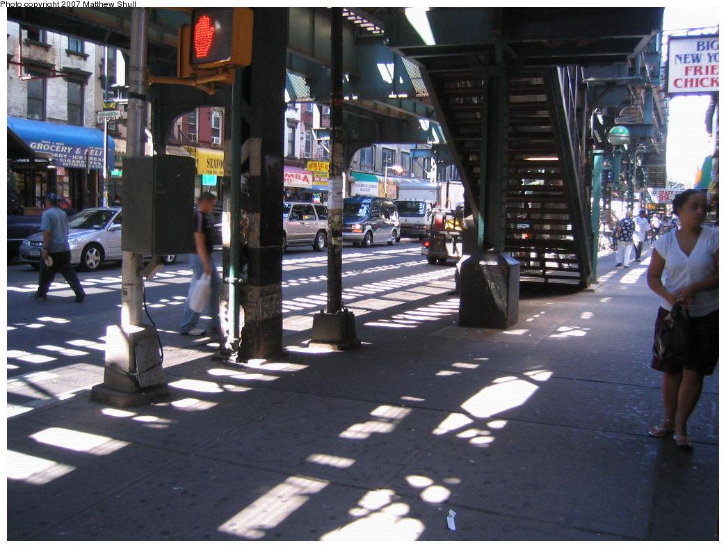 (188k, 1044x788)<br><b>Country:</b> United States<br><b>City:</b> New York<br><b>System:</b> New York City Transit<br><b>Line:</b> BMT Nassau Street/Jamaica Line<br><b>Location:</b> Marcy Avenue <br><b>Photo by:</b> Matthew Shull<br><b>Date:</b> 8/27/2007<br><b>Notes:</b> Standing under the el on the corner of Marcy Ave - Manhattan-bound side - Facing West<br><b>Viewed (this week/total):</b> 1 / 1540