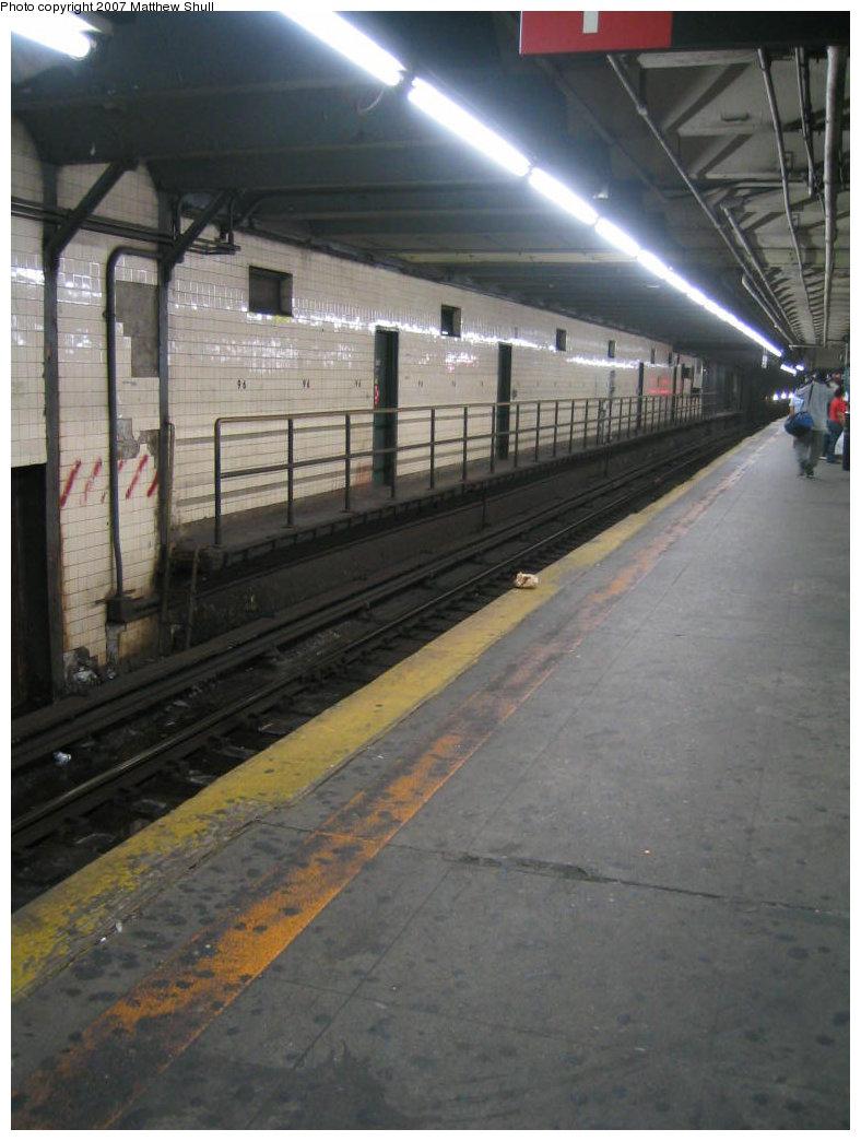 (149k, 788x1044)<br><b>Country:</b> United States<br><b>City:</b> New York<br><b>System:</b> New York City Transit<br><b>Line:</b> IRT West Side Line<br><b>Location:</b> 96th Street <br><b>Photo by:</b> Matthew Shull<br><b>Date:</b> 8/30/2007<br><b>Notes:</b> Abandoned Downtown Side Platform - Only 5 cars long<br><b>Viewed (this week/total):</b> 1 / 2036