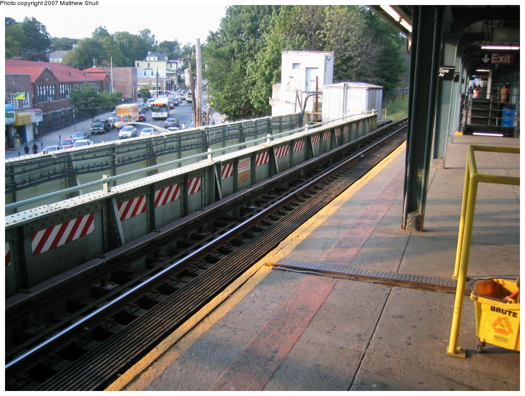 (225k, 1044x788)<br><b>Country:</b> United States<br><b>City:</b> New York<br><b>System:</b> New York City Transit<br><b>Line:</b> IRT Dyre Ave. Line<br><b>Location:</b> Dyre Avenue <br><b>Photo by:</b> Matthew Shull<br><b>Date:</b> 8/31/2007<br><b>Notes:</b> Track 1 - Occupying former express position; Remains of local trackway<br><b>Viewed (this week/total):</b> 0 / 2356