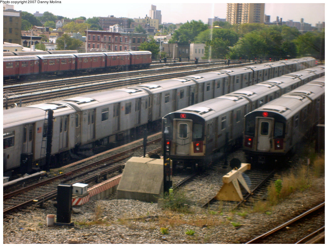 (260k, 1044x788)<br><b>Country:</b> United States<br><b>City:</b> New York<br><b>System:</b> New York City Transit<br><b>Location:</b> East 180th Street Yard<br><b>Photo by:</b> Danny Molina<br><b>Date:</b> 9/20/2007<br><b>Viewed (this week/total):</b> 2 / 2972