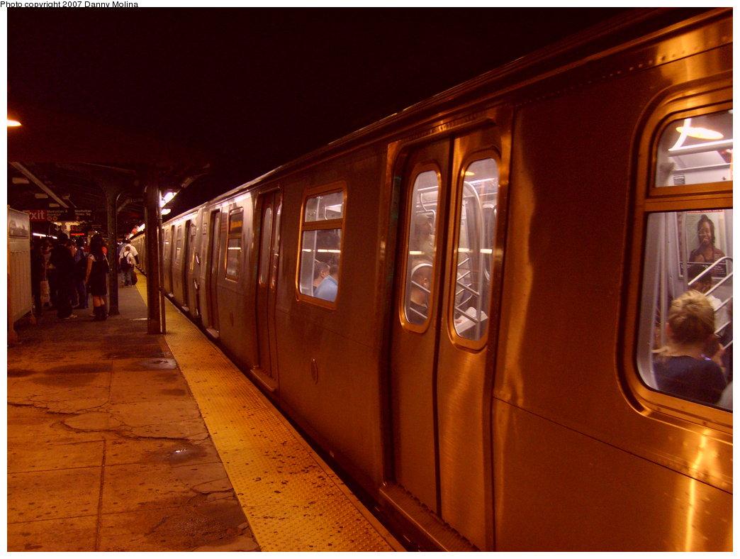 (195k, 1044x788)<br><b>Country:</b> United States<br><b>City:</b> New York<br><b>System:</b> New York City Transit<br><b>Line:</b> BMT Astoria Line<br><b>Location:</b> Queensborough Plaza <br><b>Route:</b> N<br><b>Car:</b> R-160A/R-160B Series (Number Unknown)  <br><b>Photo by:</b> Danny Molina<br><b>Date:</b> 9/20/2007<br><b>Viewed (this week/total):</b> 0 / 1777