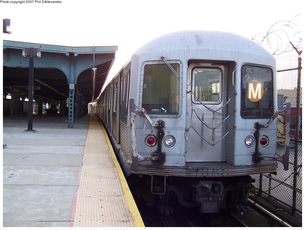 (177k, 1044x788)<br><b>Country:</b> United States<br><b>City:</b> New York<br><b>System:</b> New York City Transit<br><b>Line:</b> BMT Myrtle Avenue Line<br><b>Location:</b> Fresh Pond Road <br><b>Route:</b> M<br><b>Car:</b> R-42 (St. Louis, 1969-1970)  4885 <br><b>Photo by:</b> Philip D'Allesandro<br><b>Date:</b> 10/1/2007<br><b>Viewed (this week/total):</b> 0 / 2165