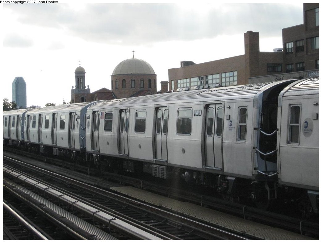 (138k, 1043x787)<br><b>Country:</b> United States<br><b>City:</b> New York<br><b>System:</b> New York City Transit<br><b>Line:</b> BMT Astoria Line<br><b>Location:</b> 30th/Grand Aves. <br><b>Route:</b> N<br><b>Car:</b> R-160B (Kawasaki, 2005-2008)  8833 <br><b>Photo by:</b> John Dooley<br><b>Date:</b> 9/30/2007<br><b>Viewed (this week/total):</b> 0 / 2206