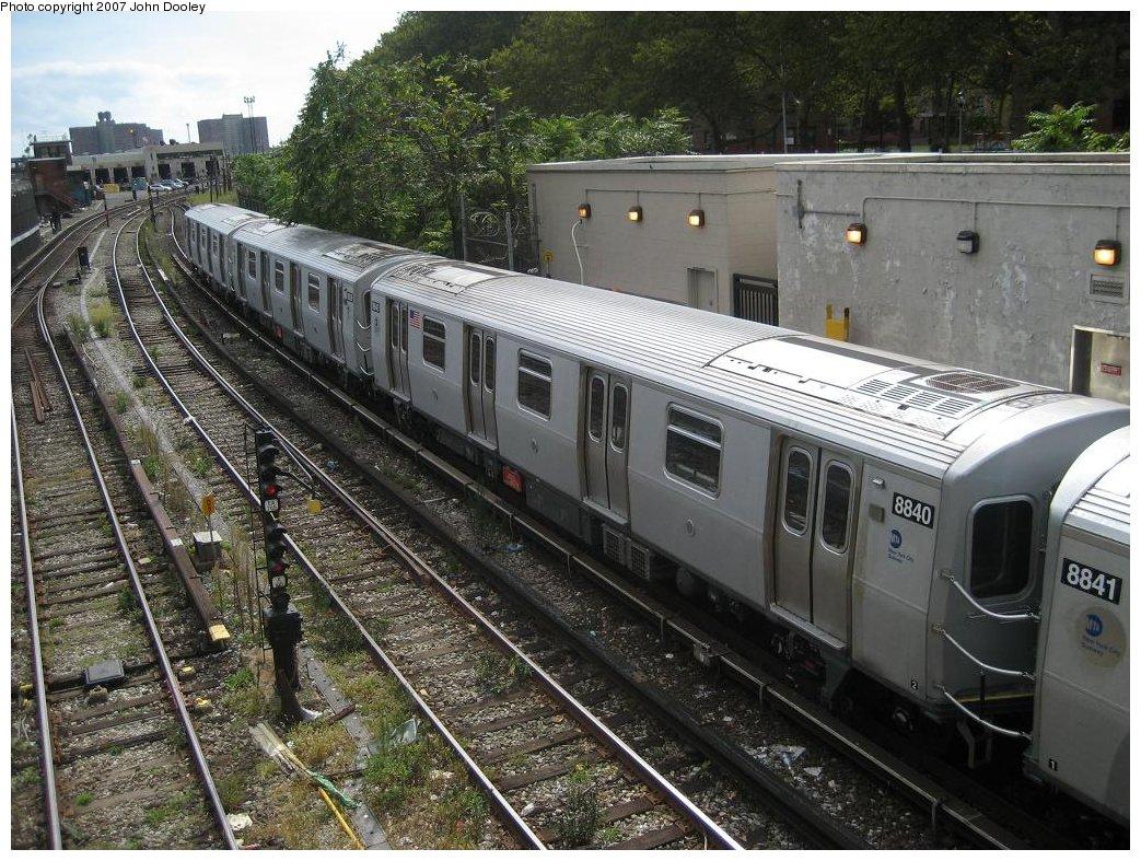 (241k, 1043x787)<br><b>Country:</b> United States<br><b>City:</b> New York<br><b>System:</b> New York City Transit<br><b>Line:</b> BMT Sea Beach Line<br><b>Location:</b> 86th Street <br><b>Route:</b> N<br><b>Car:</b> R-160B (Kawasaki, 2005-2008)  8840 <br><b>Photo by:</b> John Dooley<br><b>Date:</b> 10/1/2007<br><b>Viewed (this week/total):</b> 0 / 1739