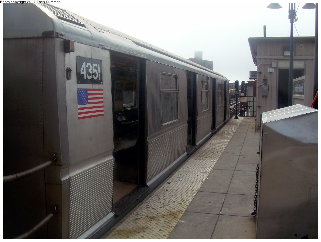 (157k, 1044x788)<br><b>Country:</b> United States<br><b>City:</b> New York<br><b>System:</b> New York City Transit<br><b>Line:</b> BMT Brighton Line<br><b>Location:</b> Brighton Beach <br><b>Route:</b> B<br><b>Car:</b> R-40 (St. Louis, 1968)  4351 <br><b>Photo by:</b> Zach Summer<br><b>Date:</b> 9/10/2007<br><b>Viewed (this week/total):</b> 0 / 1543