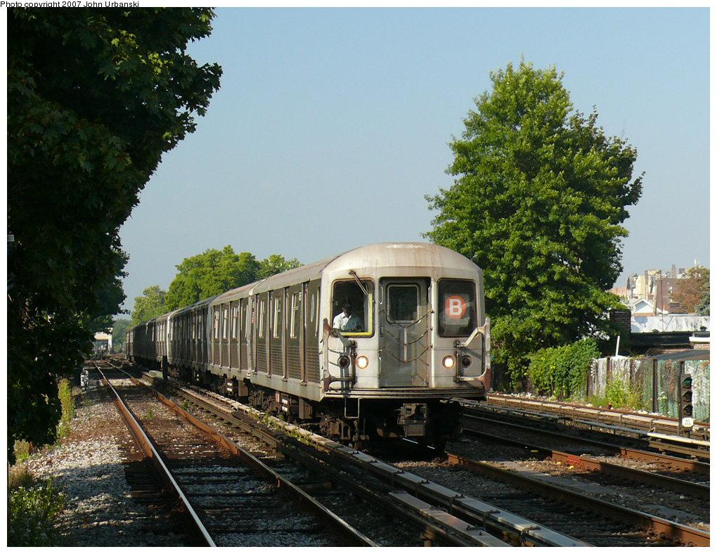 (280k, 1020x788)<br><b>Country:</b> United States<br><b>City:</b> New York<br><b>System:</b> New York City Transit<br><b>Line:</b> BMT Brighton Line<br><b>Location:</b> Avenue U <br><b>Route:</b> B<br><b>Car:</b> R-42 (St. Louis, 1969-1970)   <br><b>Photo by:</b> John Urbanski<br><b>Date:</b> 10/4/2007<br><b>Viewed (this week/total):</b> 1 / 2843