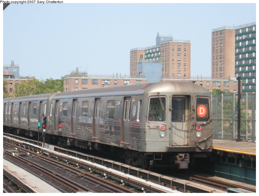(115k, 840x635)<br><b>Country:</b> United States<br><b>City:</b> New York<br><b>System:</b> New York City Transit<br><b>Line:</b> BMT West End Line<br><b>Location:</b> Bay 50th Street <br><b>Route:</b> D<br><b>Car:</b> R-68 (Westinghouse-Amrail, 1986-1988)  2534 <br><b>Photo by:</b> Gary Chatterton<br><b>Date:</b> 9/8/2007<br><b>Viewed (this week/total):</b> 4 / 1569