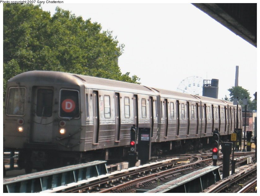 (112k, 840x635)<br><b>Country:</b> United States<br><b>City:</b> New York<br><b>System:</b> New York City Transit<br><b>Line:</b> BMT West End Line<br><b>Location:</b> Bay 50th Street <br><b>Route:</b> D<br><b>Car:</b> R-68 (Westinghouse-Amrail, 1986-1988)  2644 <br><b>Photo by:</b> Gary Chatterton<br><b>Date:</b> 9/8/2007<br><b>Viewed (this week/total):</b> 0 / 1300