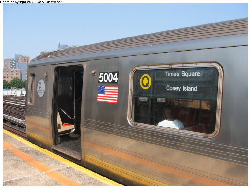 (97k, 820x620)<br><b>Country:</b> United States<br><b>City:</b> New York<br><b>System:</b> New York City Transit<br><b>Line:</b> BMT West End Line<br><b>Location:</b> Bay 50th Street <br><b>Route:</b> Q<br><b>Car:</b> R-68A (Kawasaki, 1988-1989)  5004 <br><b>Photo by:</b> Gary Chatterton<br><b>Date:</b> 9/8/2007<br><b>Viewed (this week/total):</b> 0 / 2610