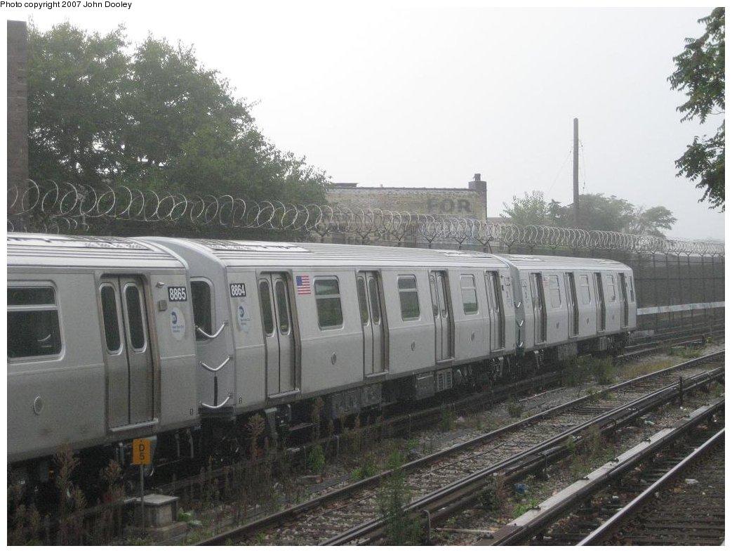 (166k, 1043x787)<br><b>Country:</b> United States<br><b>City:</b> New York<br><b>System:</b> New York City Transit<br><b>Line:</b> BMT Sea Beach Line<br><b>Location:</b> 86th Street <br><b>Route:</b> N<br><b>Car:</b> R-160B (Kawasaki, 2005-2008)  8864 <br><b>Photo by:</b> John Dooley<br><b>Date:</b> 10/6/2007<br><b>Viewed (this week/total):</b> 0 / 2451
