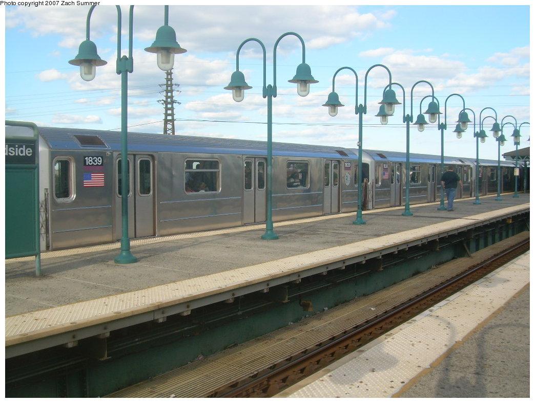 (202k, 1044x788)<br><b>Country:</b> United States<br><b>City:</b> New York<br><b>System:</b> New York City Transit<br><b>Line:</b> IRT Flushing Line<br><b>Location:</b> 61st Street/Woodside <br><b>Route:</b> 7<br><b>Car:</b> R-62A (Bombardier, 1984-1987)  1839 <br><b>Photo by:</b> Zach Summer<br><b>Date:</b> 9/12/2007<br><b>Viewed (this week/total):</b> 0 / 2123