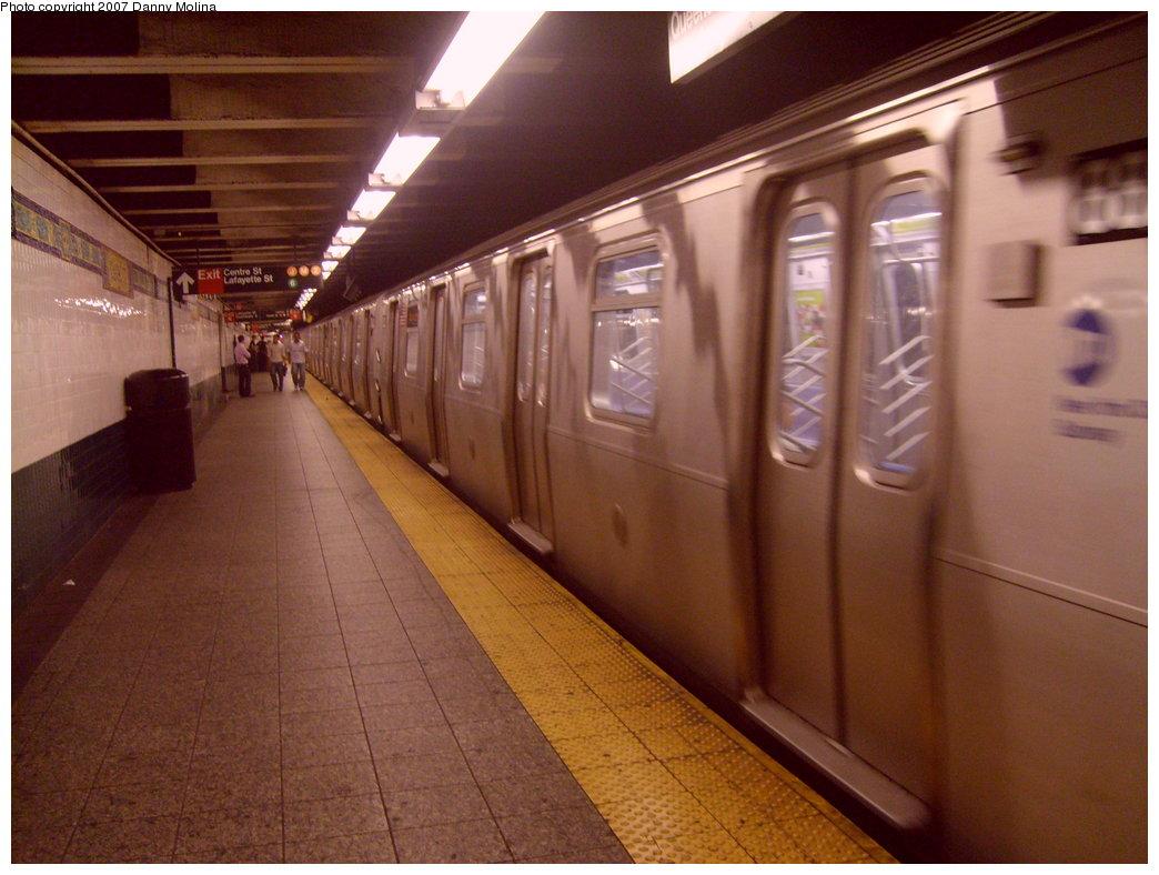 (199k, 1044x788)<br><b>Country:</b> United States<br><b>City:</b> New York<br><b>System:</b> New York City Transit<br><b>Line:</b> BMT Broadway Line<br><b>Location:</b> Canal Street <br><b>Route:</b> N<br><b>Car:</b> R-160A-1 (Alstom, 2005-2008, 4 car sets)  88xx <br><b>Photo by:</b> Danny Molina<br><b>Date:</b> 10/8/2007<br><b>Viewed (this week/total):</b> 0 / 3034