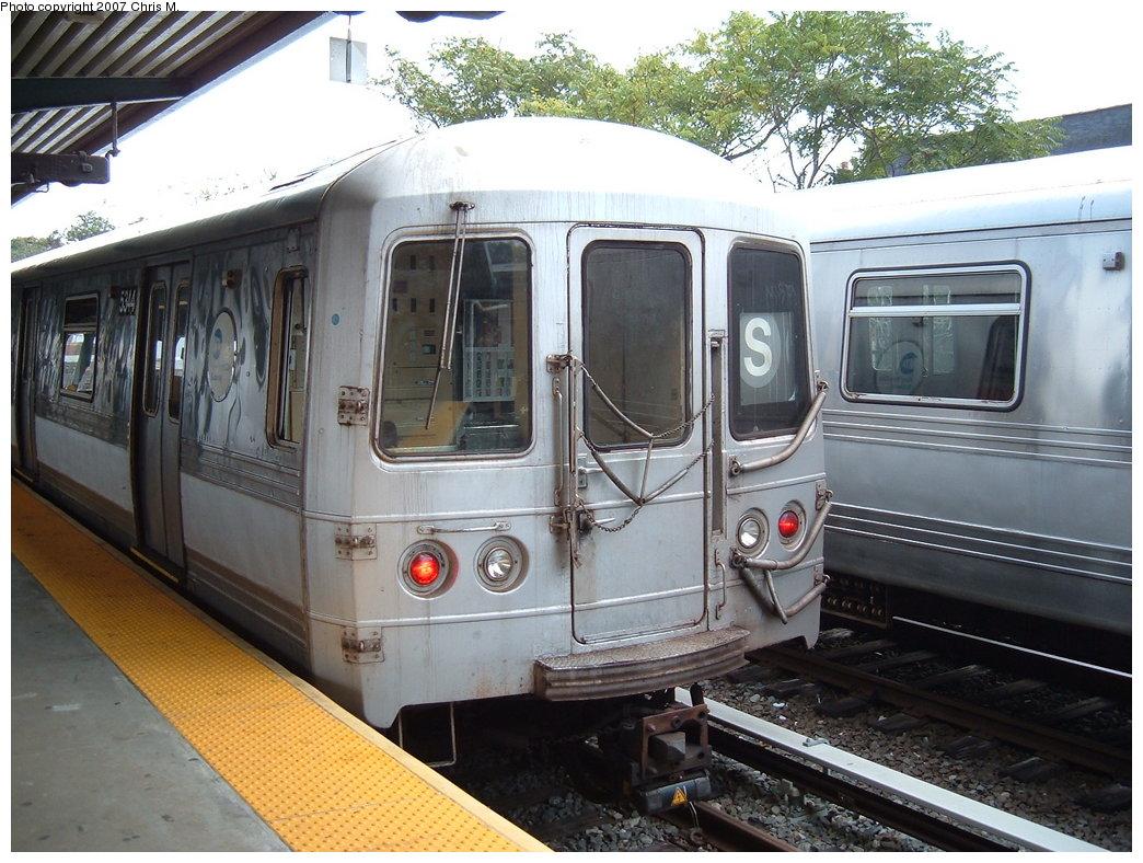 (208k, 1044x788)<br><b>Country:</b> United States<br><b>City:</b> New York<br><b>System:</b> New York City Transit<br><b>Line:</b> IND Rockaway<br><b>Location:</b> Rockaway Park/Beach 116th Street <br><b>Route:</b> S<br><b>Car:</b> R-44 (St. Louis, 1971-73) 5344 <br><b>Photo by:</b> Chris M.<br><b>Date:</b> 10/7/2007<br><b>Viewed (this week/total):</b> 1 / 1824