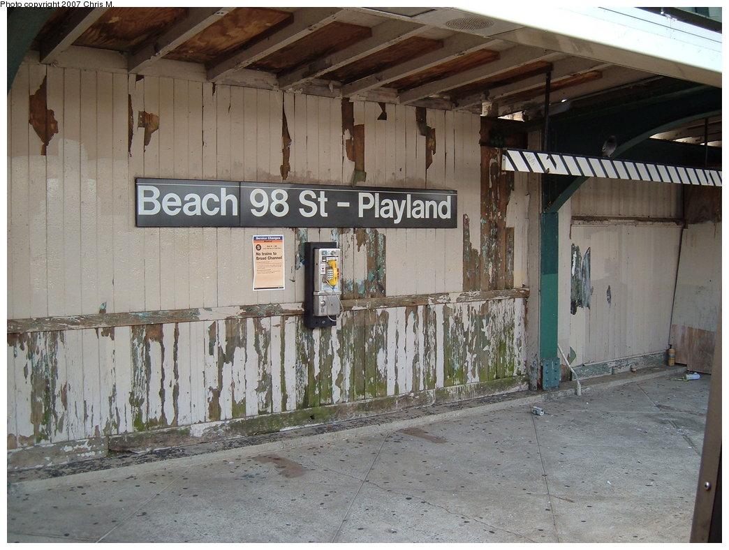 (200k, 1044x788)<br><b>Country:</b> United States<br><b>City:</b> New York<br><b>System:</b> New York City Transit<br><b>Line:</b> IND Rockaway<br><b>Location:</b> Beach 98th Street/Playland <br><b>Photo by:</b> Chris M.<br><b>Date:</b> 10/7/2007<br><b>Notes:</b> Station view.<br><b>Viewed (this week/total):</b> 2 / 1732
