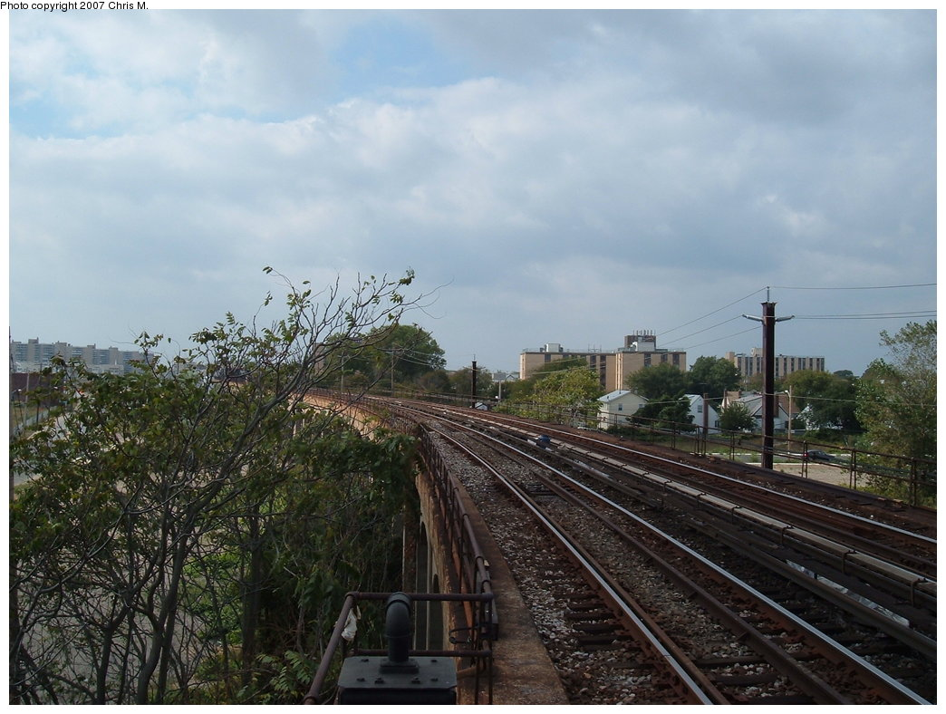 (186k, 1044x788)<br><b>Country:</b> United States<br><b>City:</b> New York<br><b>System:</b> New York City Transit<br><b>Line:</b> IND Rockaway<br><b>Location:</b> Beach 60th Street/Straiton <br><b>Photo by:</b> Chris M.<br><b>Date:</b> 10/7/2007<br><b>Notes:</b> View of el from SB platform at Beach 60th.<br><b>Viewed (this week/total):</b> 0 / 1201